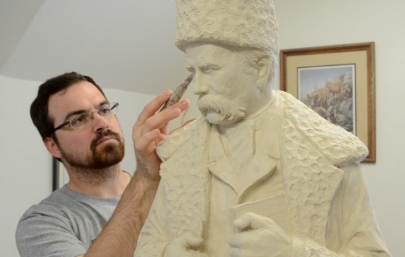 TylerFauvelle-sculpting-Shevchenko-670x425